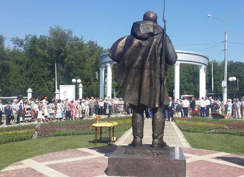 В Белгороде открыли построенный на деньги горожан памятник не вернувшимся с войны (фото) - фото 2