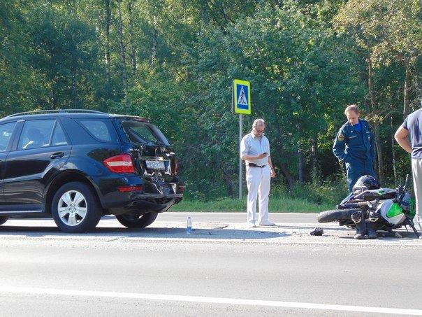 В новой Москве в ДТП пострадал водитель мотоцикла (фото) - фото 2