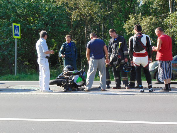 В новой Москве в ДТП пострадал водитель мотоцикла (фото) - фото 1