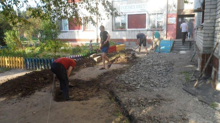 Жителі Луначарки власноруч ладнають тротуари (ФОТО), фото-2