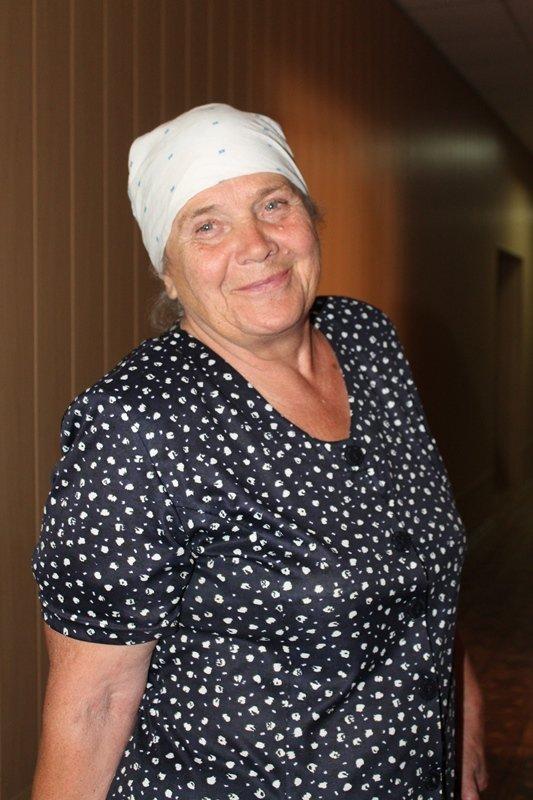Волонтеры Гуманитарного штаба Ахметова ежедневно выдают около 600 наборов продуктов для выживания на Краснодонщине, фото-2