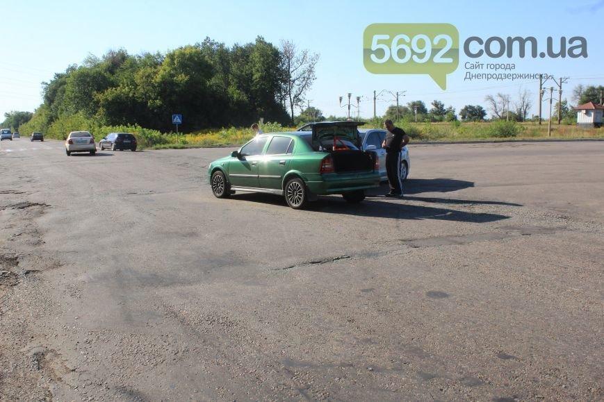 На Димитровском переезде в Днепродзержинске произошло ДТП, фото-2