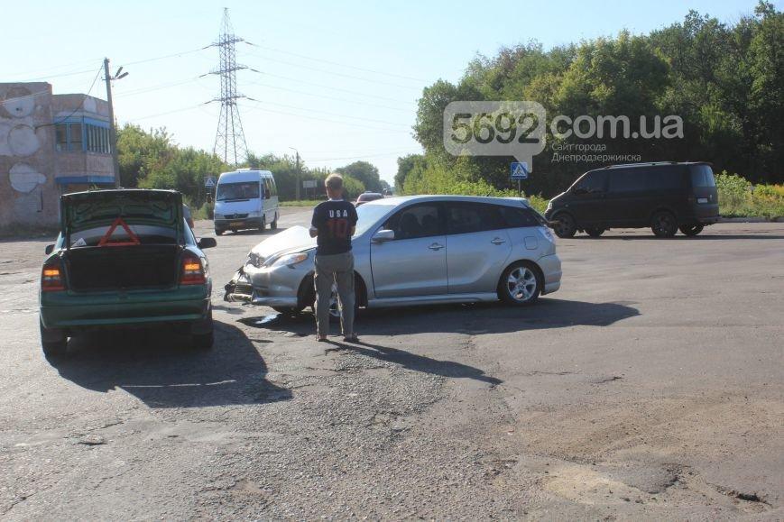 На Димитровском переезде в Днепродзержинске произошло ДТП (фото) - фото 1