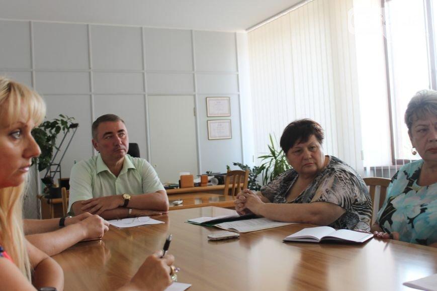 В Кривом Роге: активист торговал волонтерским инсулином, прокуратура предъявила иск УБЖП, председатель райсовета вернулся на работу (фото) - фото 2