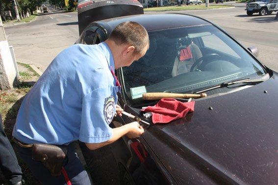 Кременчужанин перевозил в своей машине наркотические средства и биту (ФОТО) (фото) - фото 1