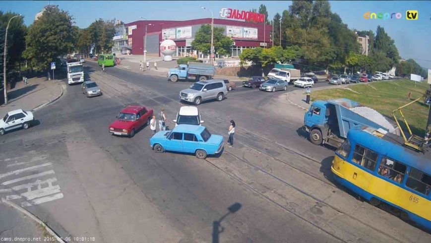 В Днепродзержинске на пересечении проспекта Аношкина и улицы Сыровца произошло ДТП (фото) - фото 2