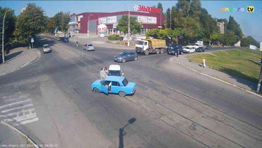 В Днепродзержинске на пересечении проспекта Аношкина и улицы Сыровца произошло ДТП (фото) - фото 1