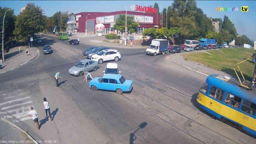 В Днепродзержинске на пересечении проспекта Аношкина и улицы Сыровца произошло ДТП (фото) - фото 3