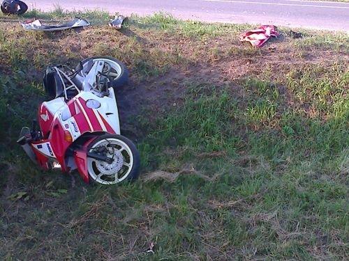 В Скиделе водитель мотоцикла с пассажиром вылетели в кювет (фото) - фото 2