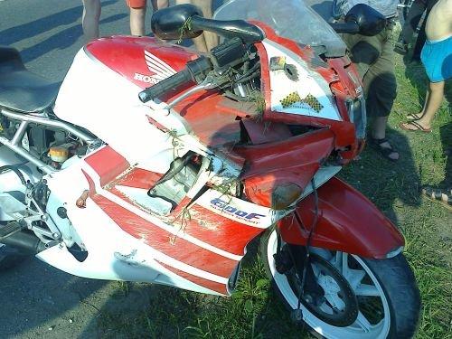В Скиделе водитель мотоцикла с пассажиром вылетели в кювет (фото) - фото 4