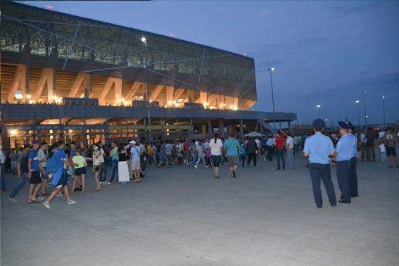 Як правоохоронці охороняли громадський порядок на матчі «Шахтар – Фенербахче» (ФОТОРЕПОРТАЖ) (фото) - фото 1