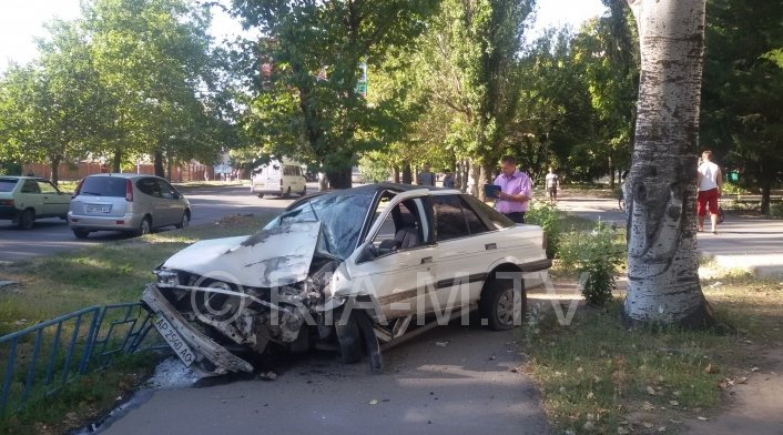 В Мелитополе пьяный водитель легковушки протаранил маршрутку, - есть пострадавшие (ФОТО) (фото) - фото 1