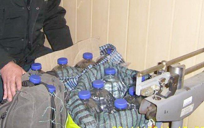 В России задержали жительницу Конотопа с контрабандным спиртом (фото) - фото 1
