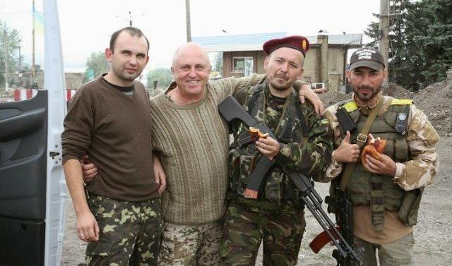Володимир Конюшенко та Володимир Стадн__ченко з солдатами