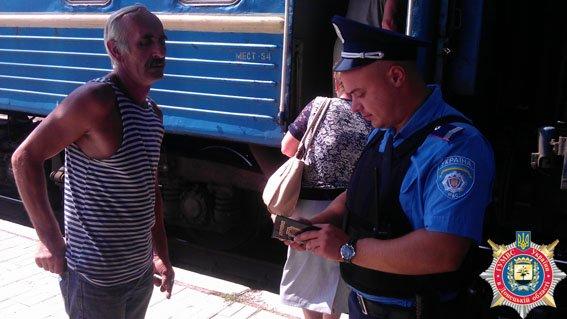 Вокзал Мариуполя охраняют 31 милиционер (фото) - фото 1