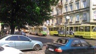 Ситуація на дорогах Львова: у центрі Львова великий затор через поломку трамвая (ФОТО) (фото) - фото 1