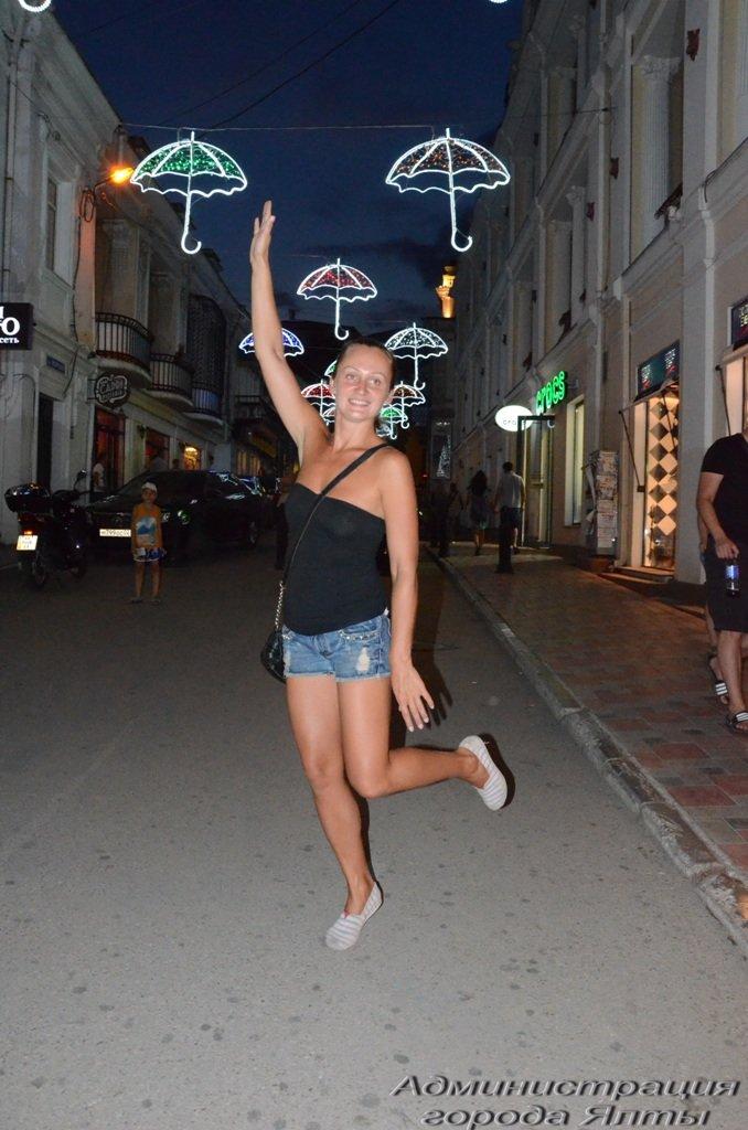 В Ялте презентовали новую архитектурную подсветку улицы Морской (3)