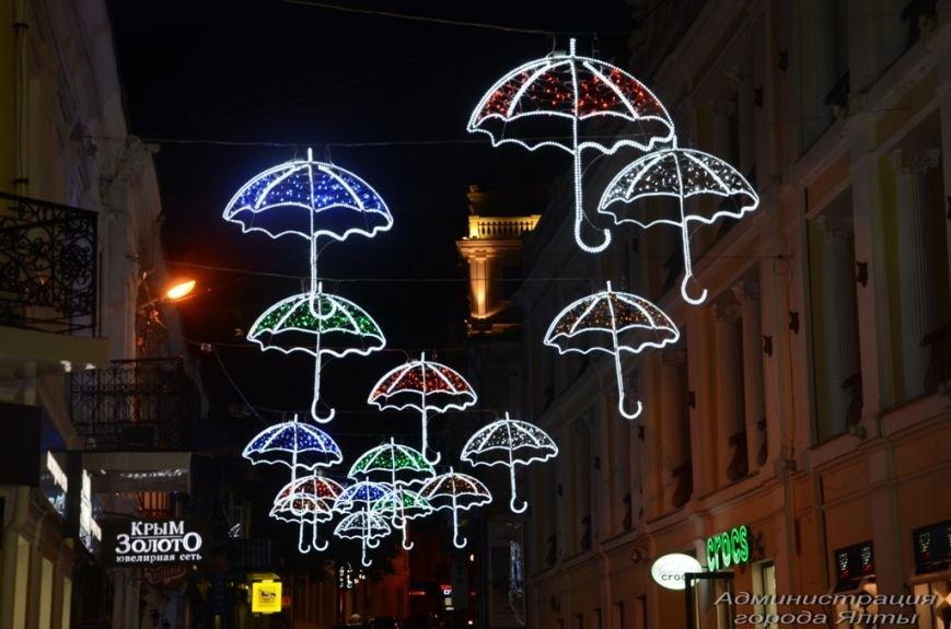 В Ялте презентовали новую архитектурную подсветку улицы Морской (11)