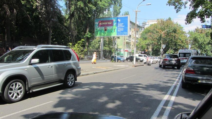 ДТП в Днепропетровске: на улице Словацкого в столкновении авто пострадали люди, фото-2