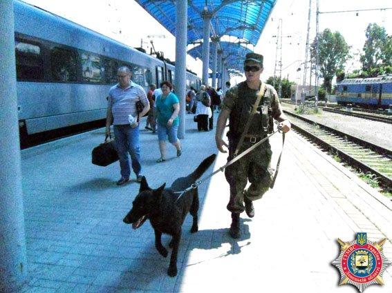 На ж/д вокзале Славянска работает новосозданное линейное отделение милиции (фото) - фото 1