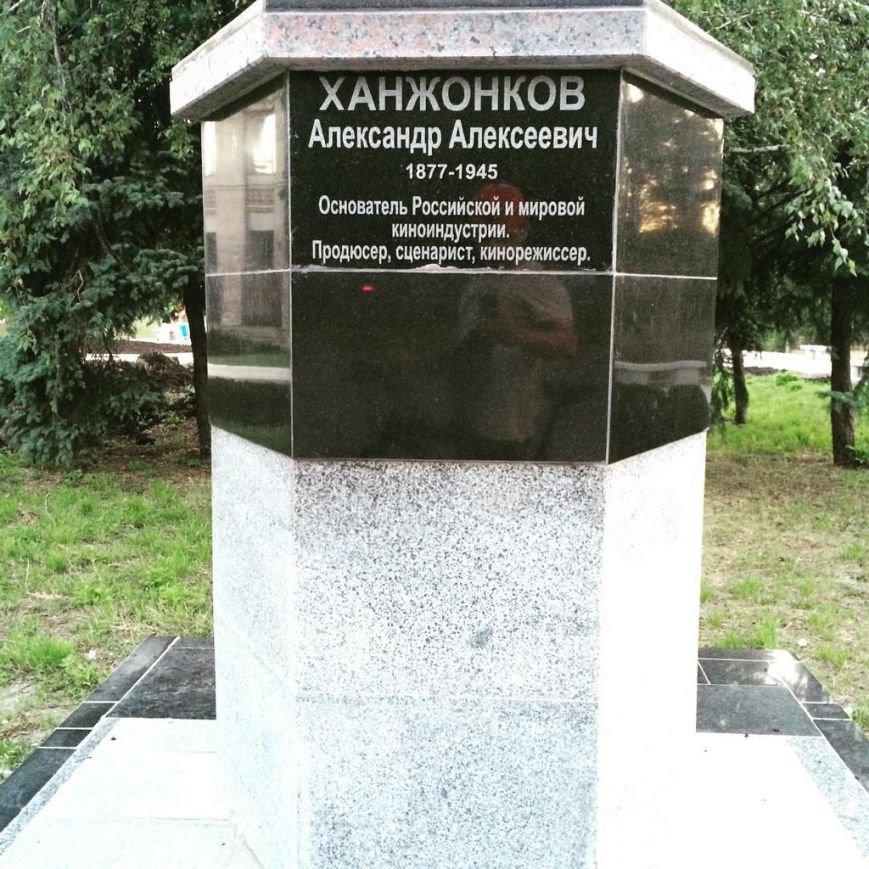 Фотофакт. В Макеевке появился постамент для памятника А.Ханжонкову (фото) - фото 1