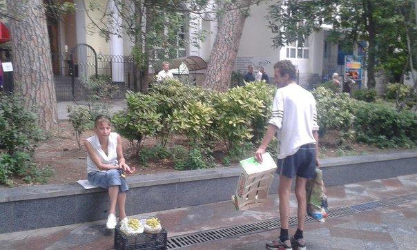 Ялту заполонили бомжи: фотофакты от наших читателей (фото) - фото 3