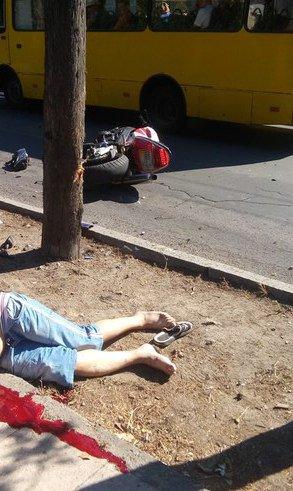 Трагическое ДТП в Ялте: мотоциклист избежал наезда на женщину ценой своей жизни (фото) - фото 1