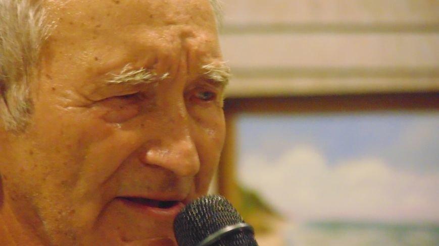 В Мариуполе слушали стихи о любви и наблюдали парящую над землей скрипачку (ФОТО) (фото) - фото 3