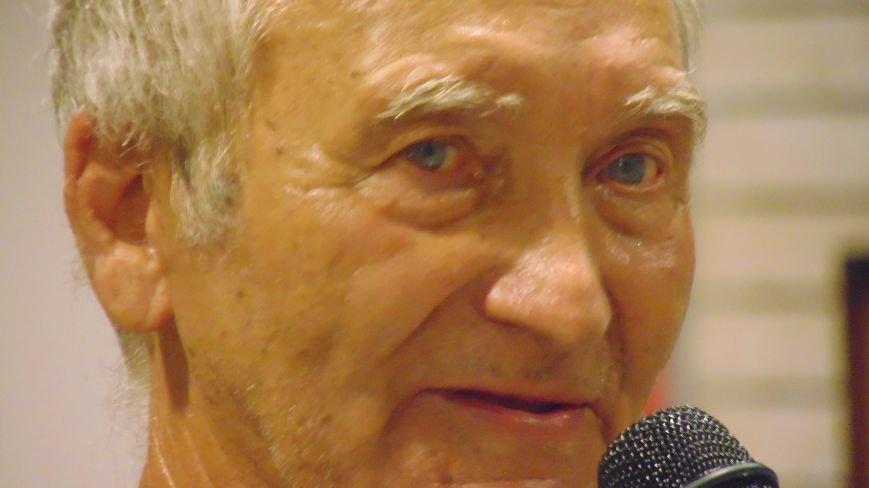 В Мариуполе слушали стихи о любви и наблюдали парящую над землей скрипачку (ФОТО) (фото) - фото 1