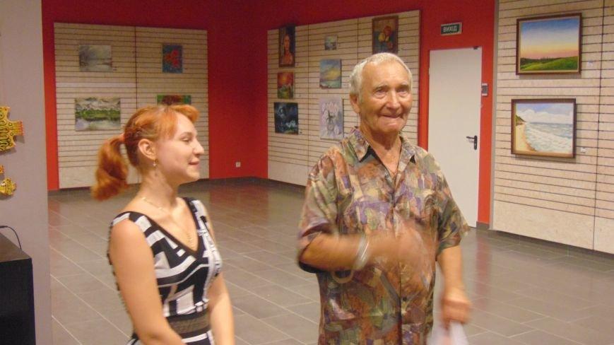 В Мариуполе слушали стихи о любви и наблюдали парящую над землей скрипачку (ФОТО) (фото) - фото 4