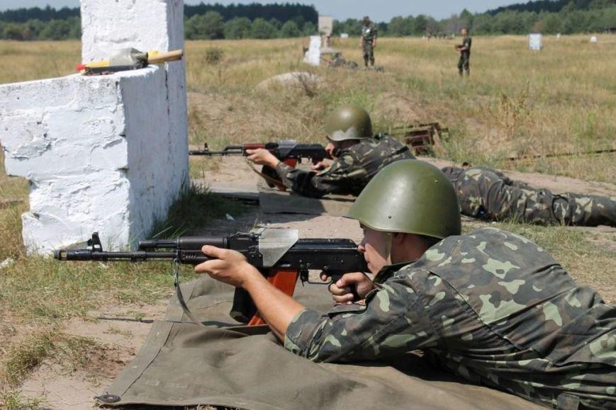 Киевские курсанты учатся стрелять в Черниговской области (фото) - фото 1