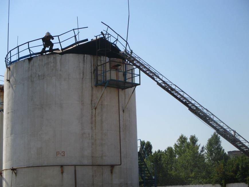 На территории кременчугского предприятия взорвалась цистерна с мазутом (ФОТО), фото-10