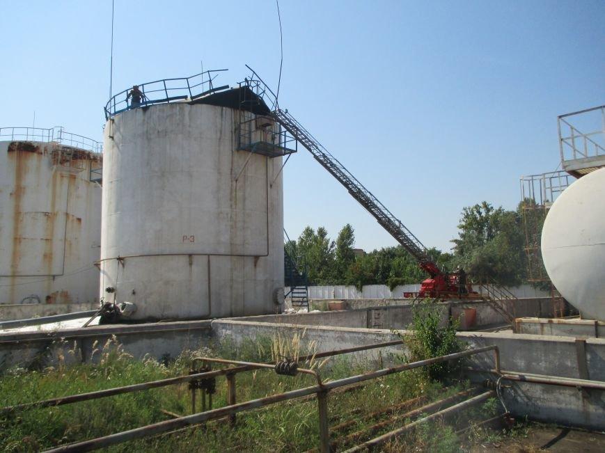 На территории кременчугского предприятия взорвалась цистерна с мазутом (ФОТО), фото-11