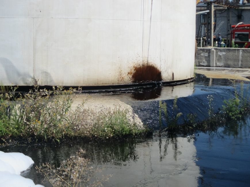 На территории кременчугского предприятия взорвалась цистерна с мазутом (ФОТО), фото-21