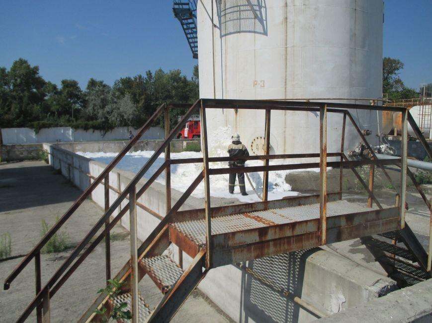 На территории кременчугского предприятия взорвалась цистерна с мазутом (ФОТО), фото-8