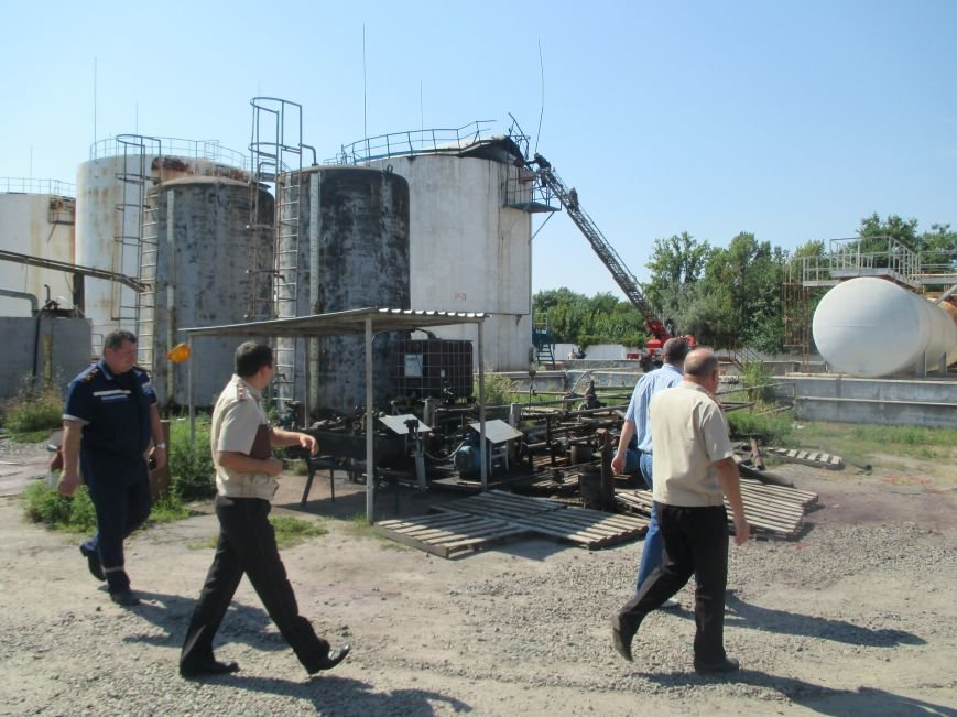 На территории кременчугского предприятия взорвалась цистерна с мазутом (ФОТО), фото-13