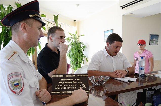 В Феодосии продолжается разъяснительная работа с гражданами, предоставляющими жилье туристам (ФОТО), фото-2