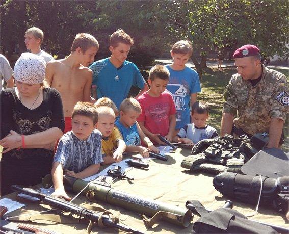 Кіровоградські правоохоронці провели із дітьми зустріч під гаслом «Міліціонер – твій захисник і порадник». ФОТО (фото) - фото 1