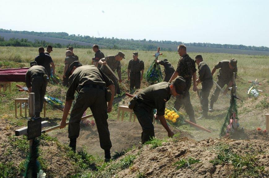 В Запорожье на Кушугумском кладбище предали земле 57 героев, фото-7
