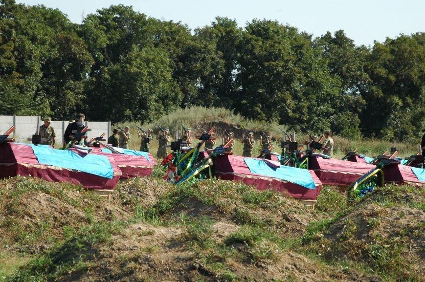 В Запорожье на Кушугумском кладбище предали земле 57 героев, фото-3