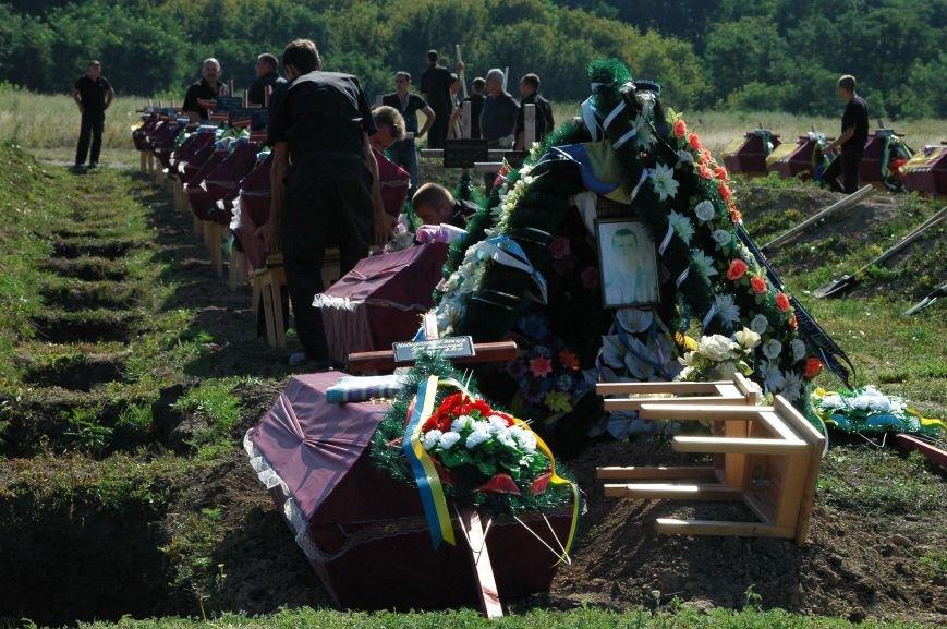 В Запорожье на Кушугумском кладбище предали земле 57 героев, фото-2