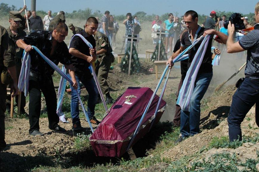 В Запорожье на Кушугумском кладбище предали земле 57 героев, фото-8