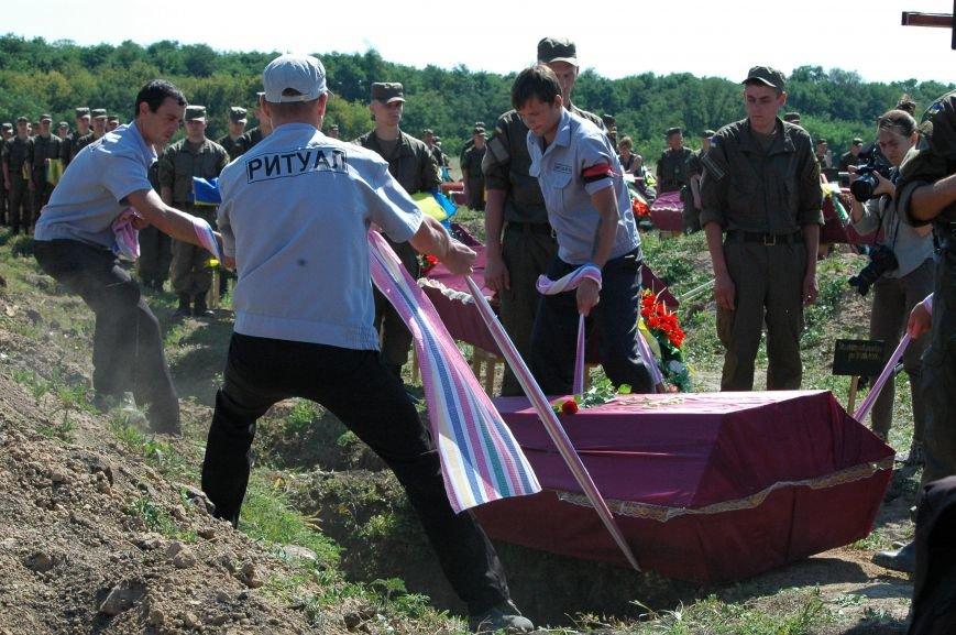В Запорожье на Кушугумском кладбище предали земле 57 героев, фото-6