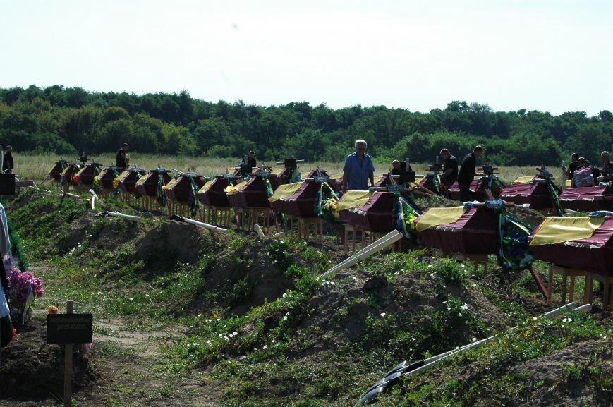 В Запорожье на Кушугумском кладбище предали земле 57 героев, фото-1