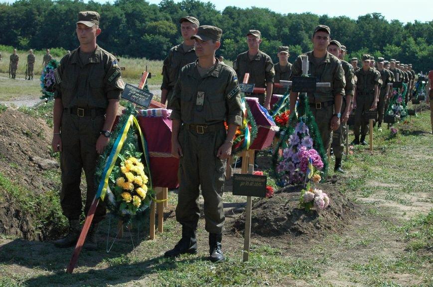 В Запорожье на Кушугумском кладбище предали земле 57 героев, фото-5