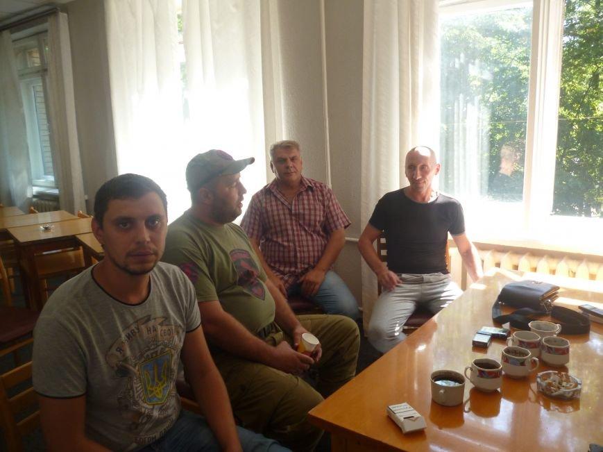 Активисты Кривого Рога три часа  ожидали встречи с народным депутатом (ФОТО) (фото) - фото 7