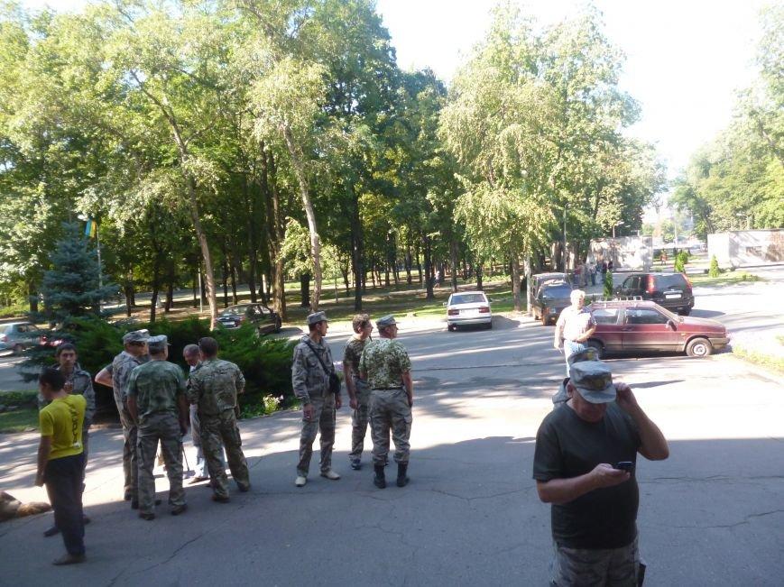 Активисты Кривого Рога три часа  ожидали встречи с народным депутатом (ФОТО) (фото) - фото 2