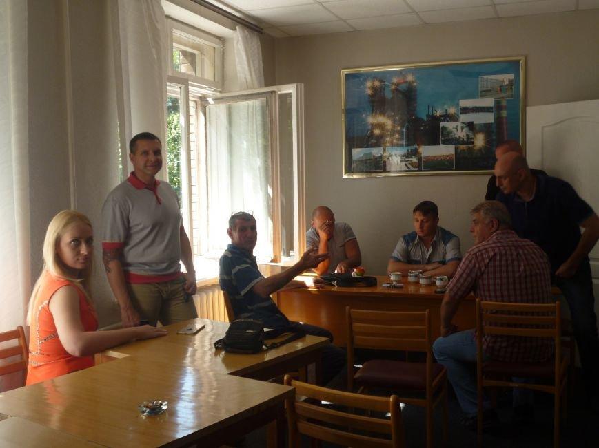 Активисты Кривого Рога три часа  ожидали встречи с народным депутатом (ФОТО) (фото) - фото 4