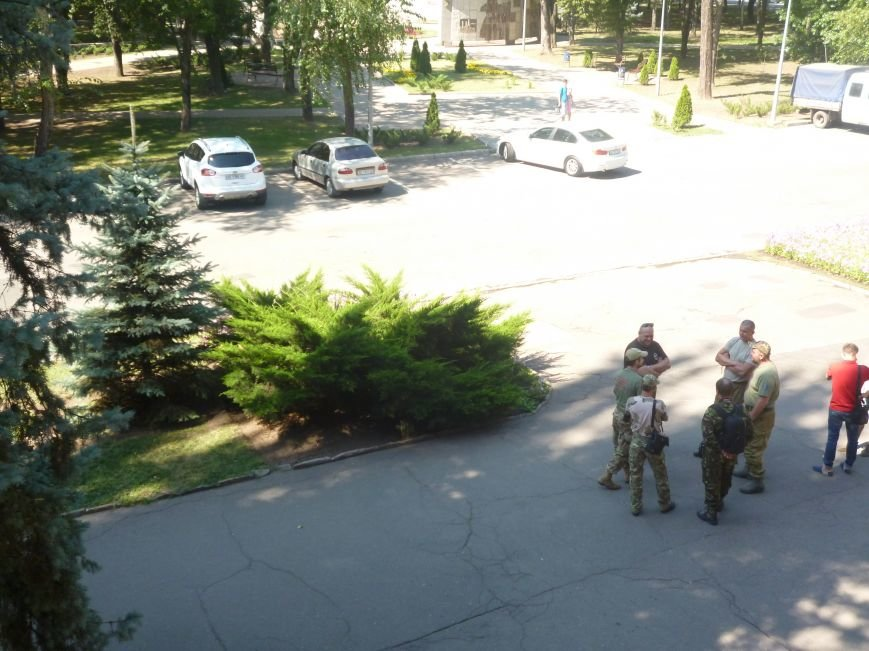 Активисты Кривого Рога три часа  ожидали встречи с народным депутатом (ФОТО) (фото) - фото 3