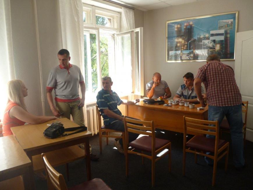 Активисты Кривого Рога три часа  ожидали встречи с народным депутатом (ФОТО) (фото) - фото 6